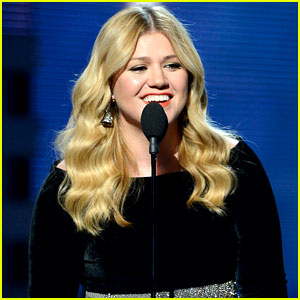 kelly-clarkson-grammys-2013-performance-watch-now