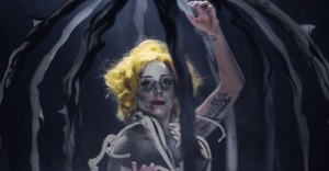 lady-gaga-applause-video-btw-throwback